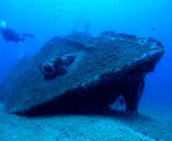 La prua del relitto KT-12 di Orosei staccata di netto dal resto della nave dall'esplosione del siluro lanciato dal sommergibile inglese SAFARI. Ora giace ad una trentina di metri di profondita' e a circa 500 metri dal resto del relitto.