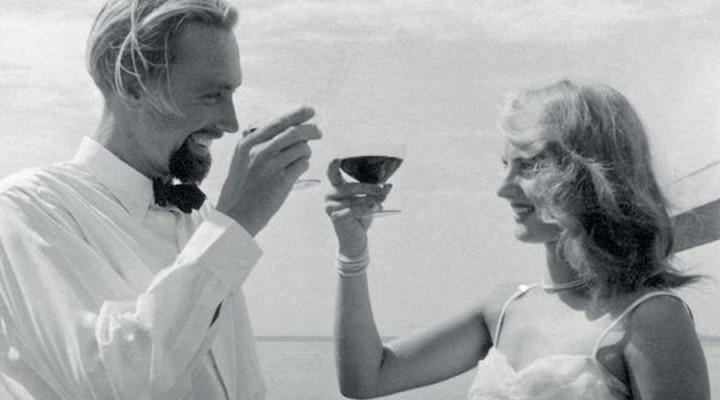 Novembre 1950, una delle ultime scene del film: Lotte festeggia il suo compleanno a bordo del El Chadra, il veliero che li ha accompagnati nella loro spedizione in Mar Rosso.