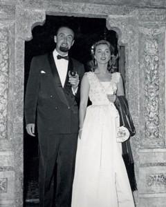 Novembre 1950, Hans e Lotte si sposano… solo qualche giorno dopo essere rientrati dalla spedizione nel Mar Rosso. La foto li ritrae nel 1956 a un ricevimento del Principe del Liechtenstein.