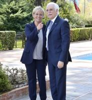 Ancora un'immagine di Donatella Bianchi assieme al Prof. Giorgio Calabrese