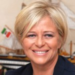 Conduce la trasmissione la giornalista Rai Donatella Bianchi, la cui immagine è storicamente e strettamente associata a Lineablu