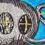 Lo stemma del MAS in mosaico, com'è tradizione artistica a Ravenna