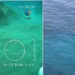 A sinistra, immagine delle emissioni subacquee riprese dal veicolo sottomarino a controllo remoto (ROV) dell'INGV di Portovenere. A destra, vista della zona di emissione, sorvegliata da una vedetta della Capitaneria di Porto