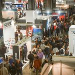 Panoramica sugli affollati corridoi tra i tanti stand all'EudiShow 2018